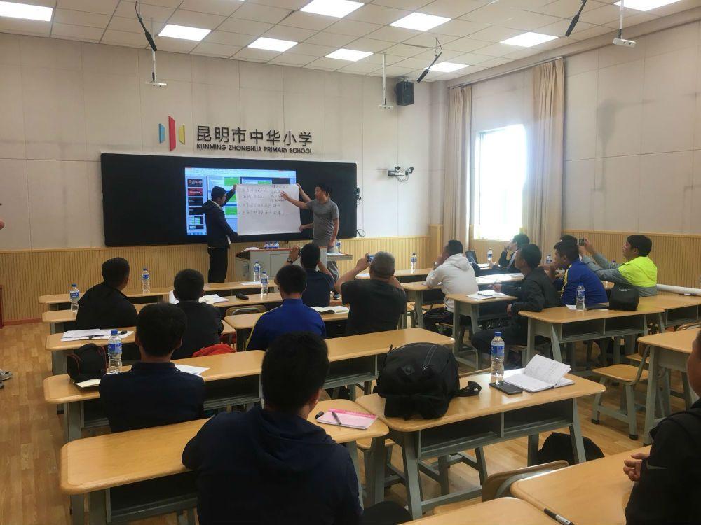 Dan Reece delivers coach education in Kunming