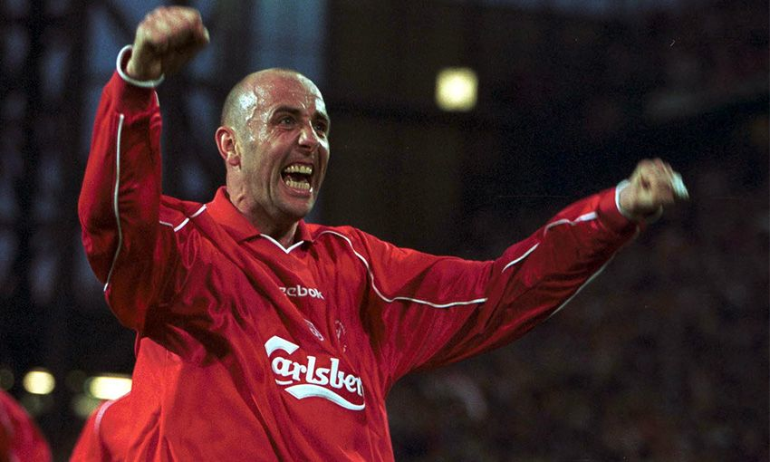 Gary McAllister playing for Liverpool in 2001