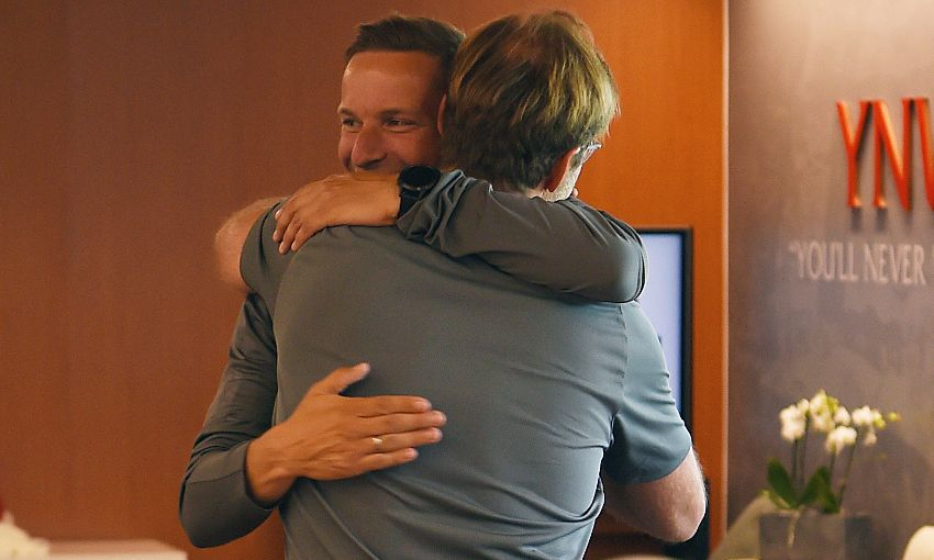 Jürgen Klopp welcomes Pepijn Lijnders back to Melwood.