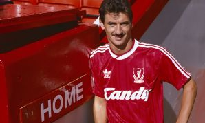 Ian Rush re-signs for Liverpool in August 1988