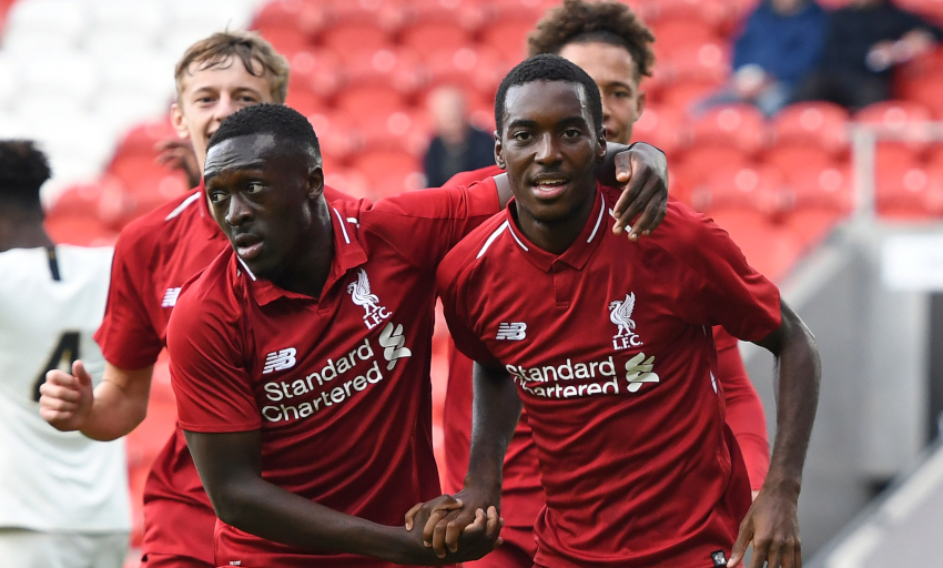 Liverpool's Mane has operation on thumb injury