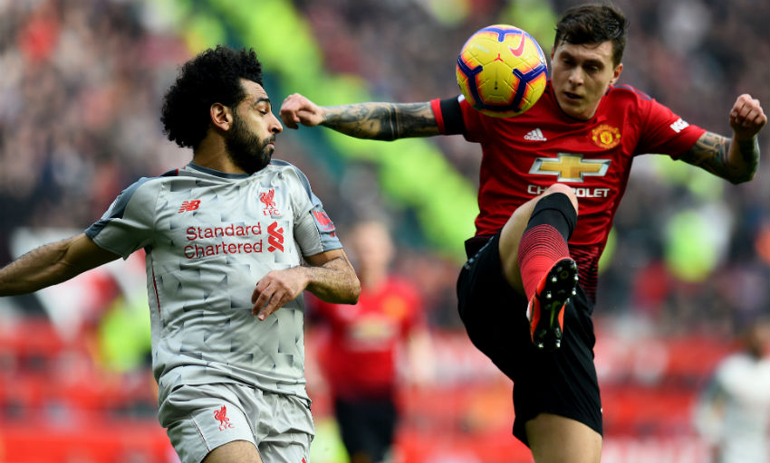 Liverpool go top with draw at injury-hit United