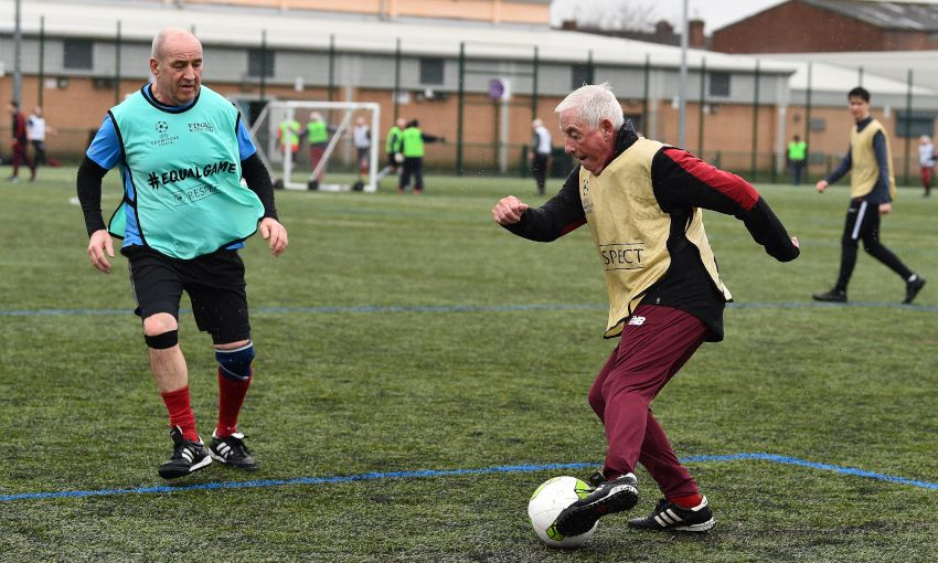 Walking Football, Red Neighbours