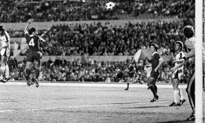 Tommy Smith scores in the 1977 European Cup final