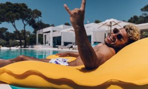 Alex Oxlade-Chamberlain on holiday