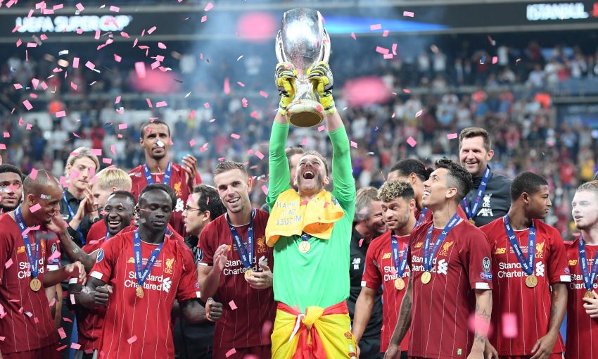 Adrian lifts the UEFA Super Cup