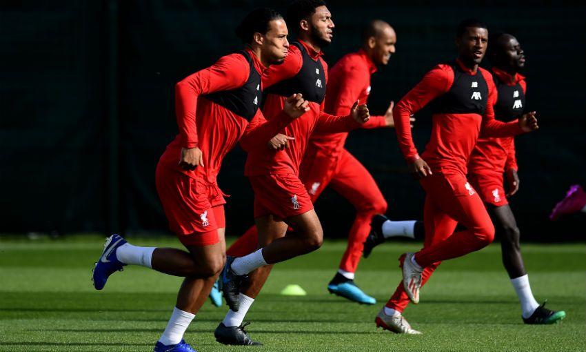 Фоторепортаж: Тренировка перед выездом в Неаполь - ФК Ливерпуль