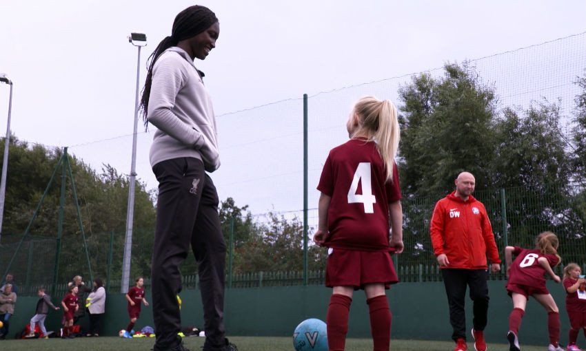 rinsola-babajide-surprises-young-liverpool-fc-women-fan