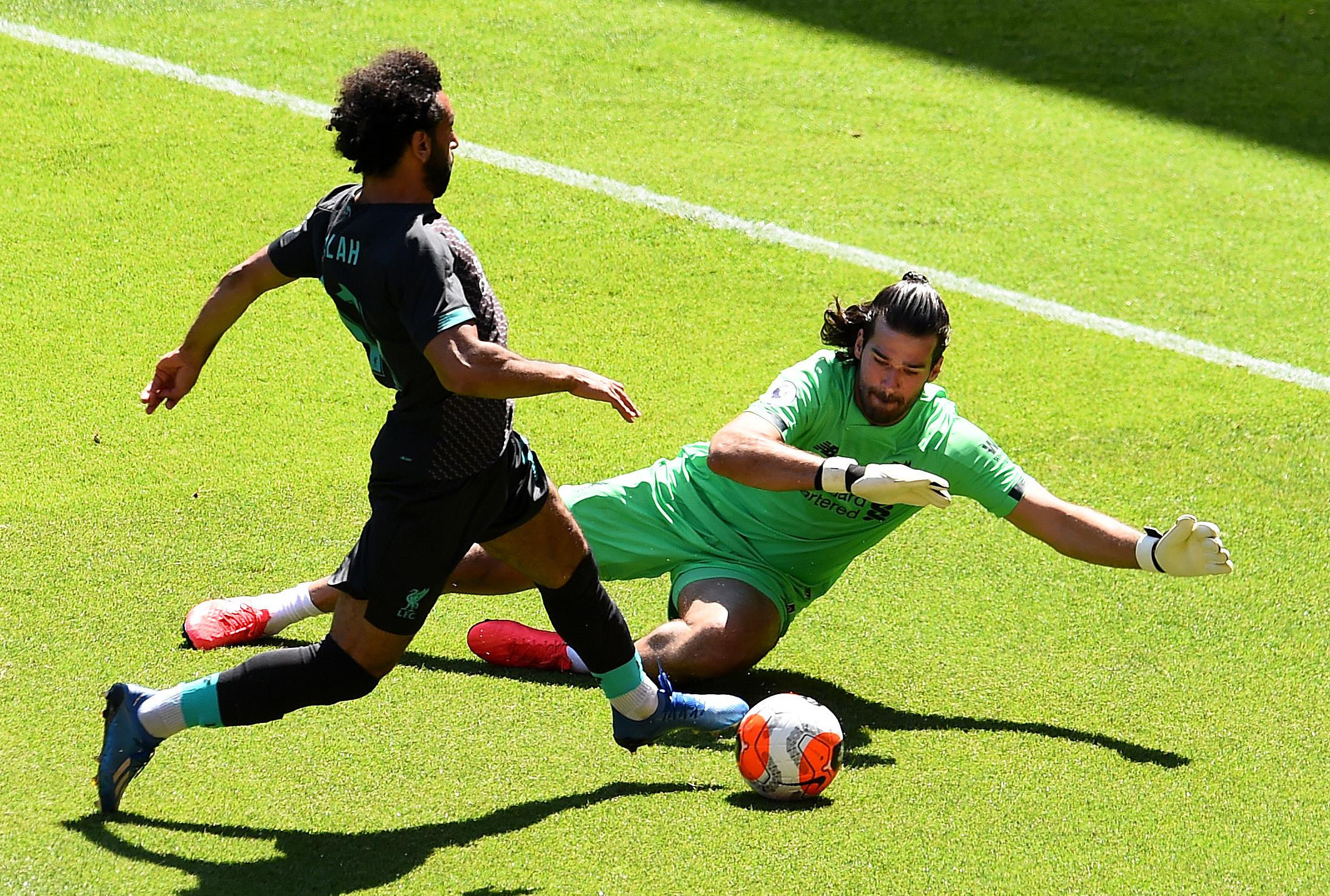 Кейта забивает, Вейналдум пропускает, игроки выражают поддержку - ФК Ливерпуль