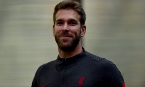 Adrian signs Liverpool FC contract extension