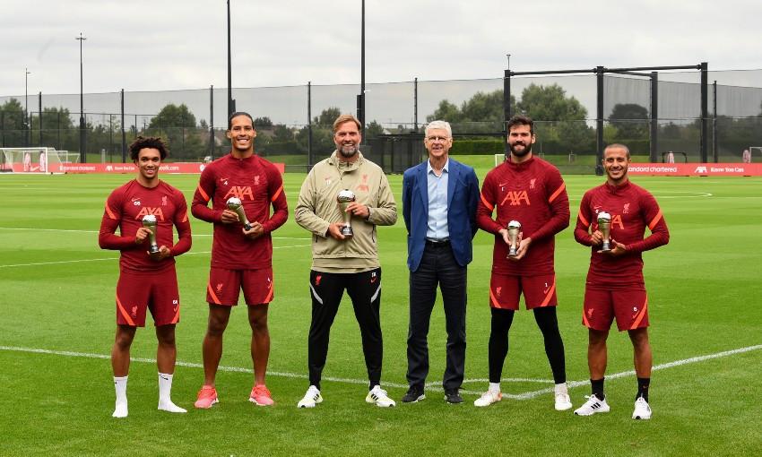 Liverpool FC's Jürgen Klopp, Alisson Becker, Virgil van Dijk, Trent Alexander-Arnold and Thiago Alcantara receive FIFA awards from Arsene Wenger