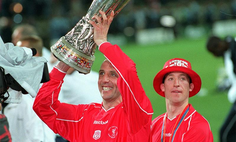 Gary McAllister holds aloft the UEFA Cup in 2001
