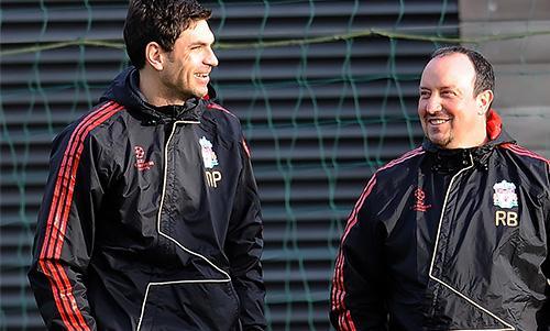 Mauricio Pellegrino with Liverpool manager Rafa Benitez.